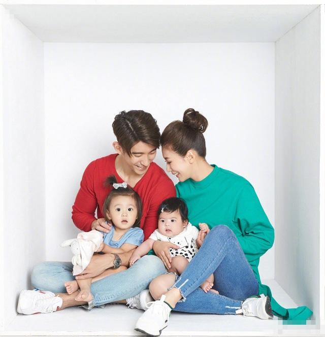 Nữ diễn viên 43 tuổi đang sống hạnh phúc bên người chồng thứ hai, nam diễn viên Tu Kiệt Khải, kém cô 9 tuổi. Cặp đôi chưa làm đám cưới nhưng đã đăng ký kết hôn. Họ đã có với nhau hai cô con gái, một bé 2 tuổi và một bé một nửa tuổi.