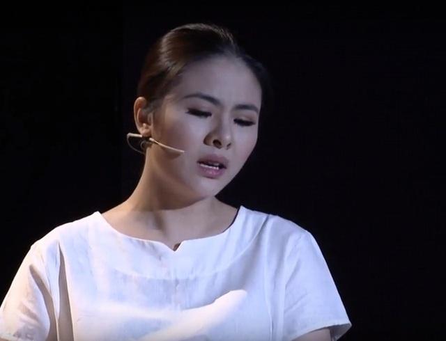 Vân Trang cũng không nén nổi xúc động.