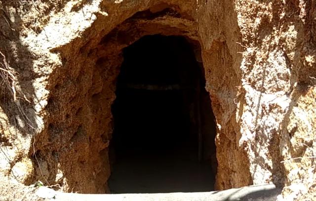 Những đường hầm lộ chạy ngầm dưới núi Tơ Nung