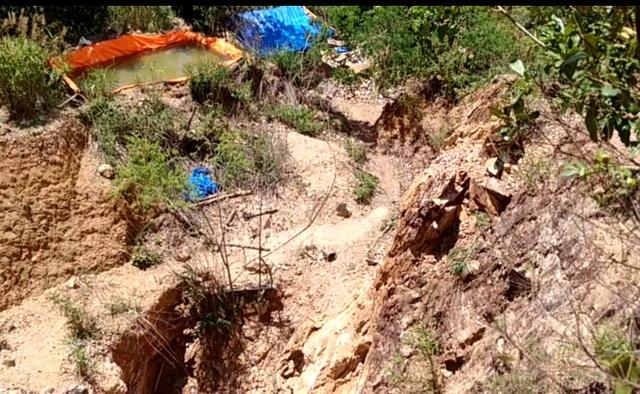 Đột nhập khu khai thác vàng trên núi Tơ phát hiện khu khai thác vàng xớt nát ngọn núi Tơ Nung