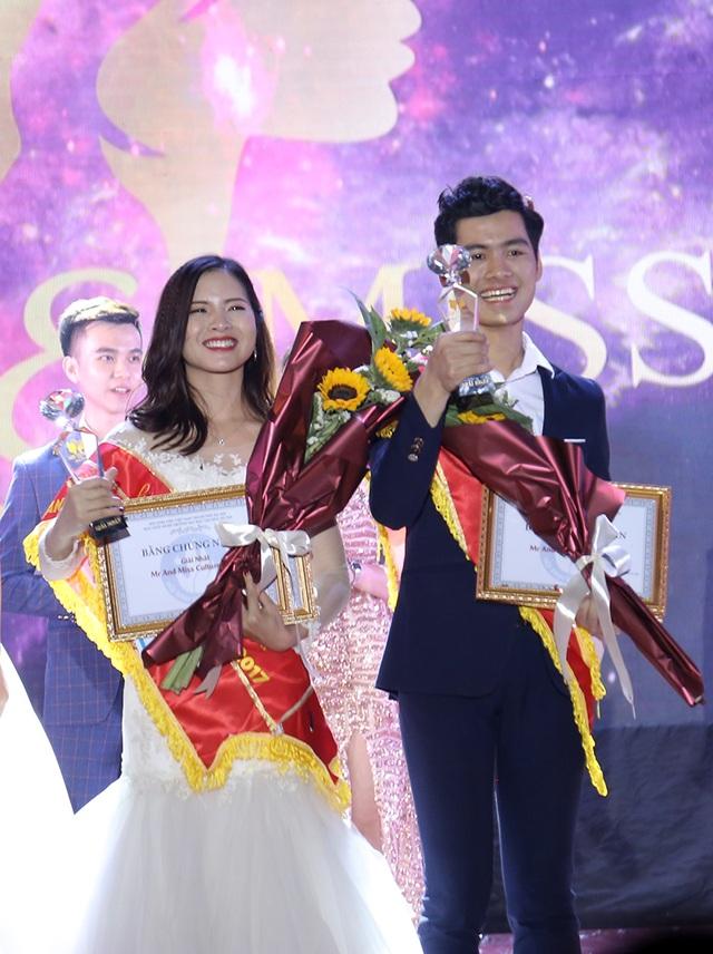 Giây phút đăng quang của cặp đôi Nguyễn Thanh Tùng và Phùng Thị Hoa