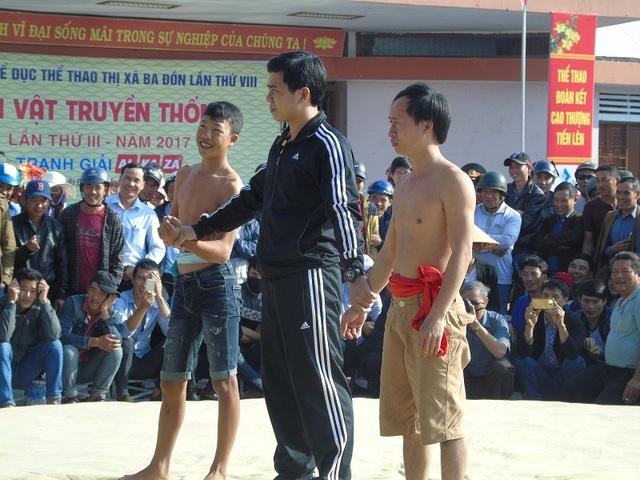 Quảng Bình: Gay cấn lễ hội vật truyền thống đầu xuân Đinh Dậu - 11