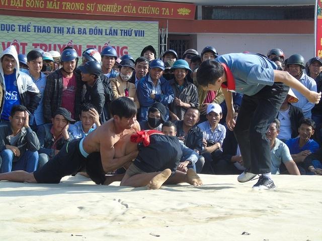 Quảng Bình: Gay cấn lễ hội vật truyền thống đầu xuân Đinh Dậu - 3