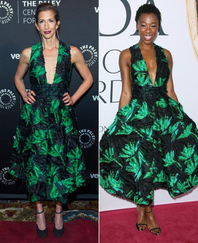 Alysia Reiner và Samira Wiley đều rất trẻ trung với váy hoa xanh đen