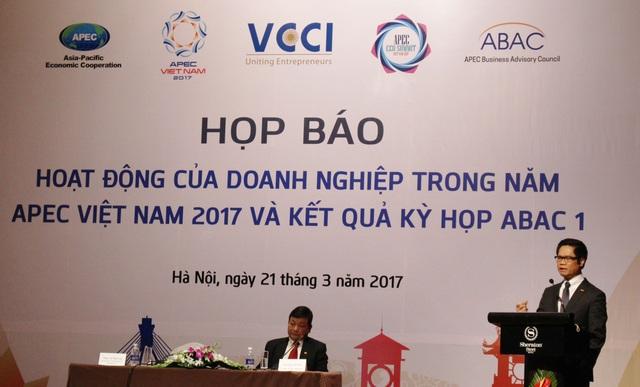 Ông Vũ Tiến Lộc, Chủ tịch VCCI phát biểu tại buổi họp báo.