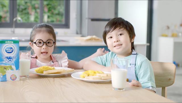 Ăn sáng đủ chất giúp các bé có một ngày học tập hiệu quả và vui chơi hết mình