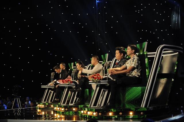 """Tuy nhiên, nhạc sĩ Minh Vy lại chưa thực sự hài lòng và muốn """"làm lại chút xíu"""" với sự hỗ trợ của các đồng nghiệp."""