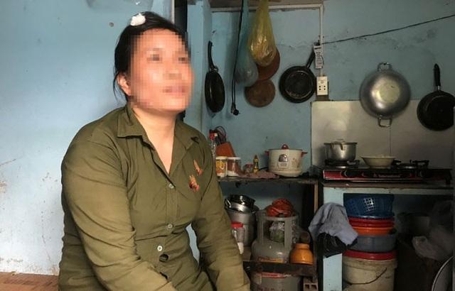 Chị Mai Thị Tuyết, người phụ nữ bán vé số, nạn nhân của 2 tên cướp kể lại giây phút kinh hoàng bị cướp chém, giật tài sản.