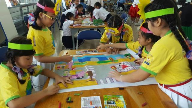 Học sinh tham gia vẽ tranh