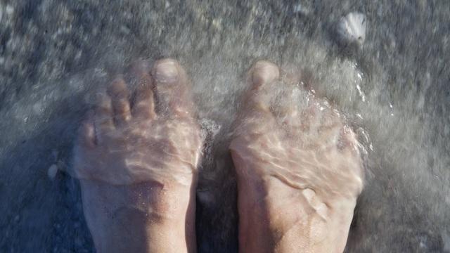 """Vụ tử vong do đi bơi khi vừa xăm mình: Sự thật về vi khuẩn """"ăn thịt người"""" đáng sợ! - 1"""