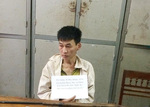 Vi May Khăm tại cơ quan cảnh sát điều tra Công an huyện Kỳ Sơn (Nghệ An)