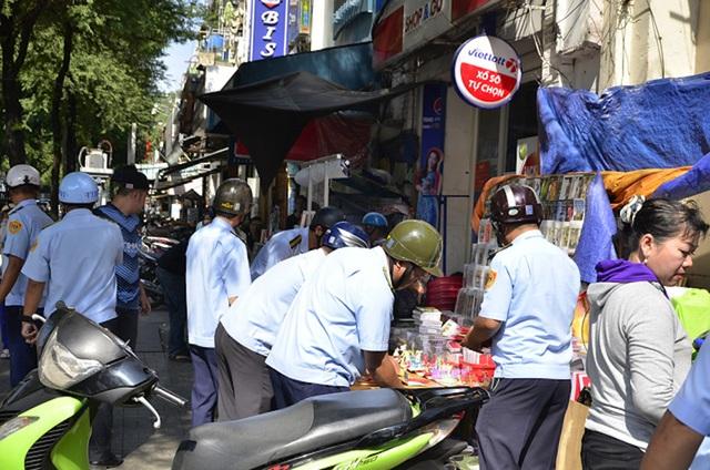 TPHCM mở đầu cho chiến dịch giành lại vỉa hè cho người đi bộ đang được người dân, du khách hưởng ứng