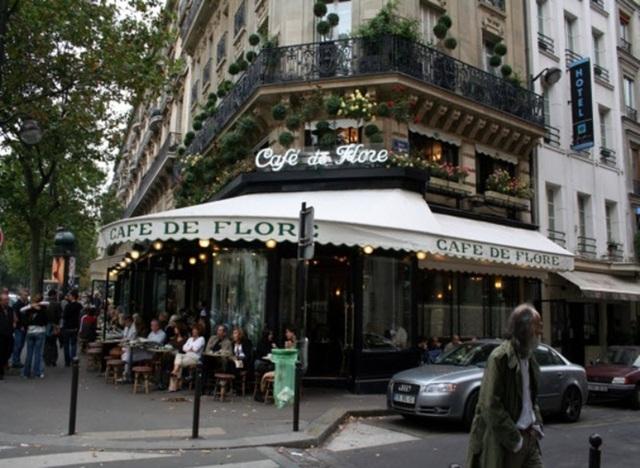 Một quán cà phê vỉa hè tại Pháp (ảnh: Phước Đại)
