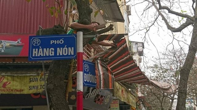 Hà Nội: Cẩu ô tô đỗ sai quy định, phạt các hộ cố tình lấn vỉa hè - 7