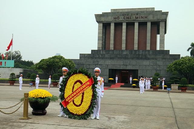 Lãnh đạo Đảng, Nhà nước vào Lăng viếng Chủ tịch Hồ Chí Minh - 1