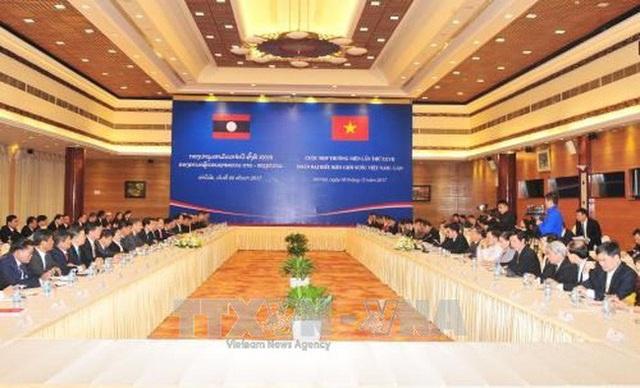 Đoàn đại biểu 2 nước Việt - Lào họp ngày 9/12 (ảnh: TTXVN)