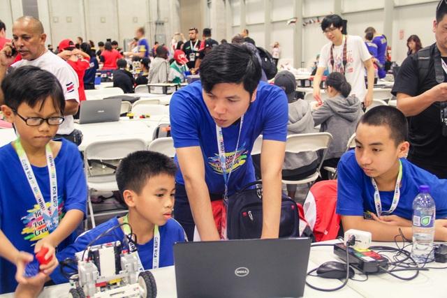 Học sinh Việt Nam lọt vào top 10 Robotics thế giới - 2