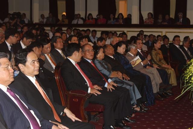 Các lãnh đạo cấp cao của Việt Nam và Campuchia dự Lễ kỷ niệm 50 năm Ngày thiết lập quan hệ ngoại giao Việt Nam - Campuchia (Ảnh: Thành Đạt)