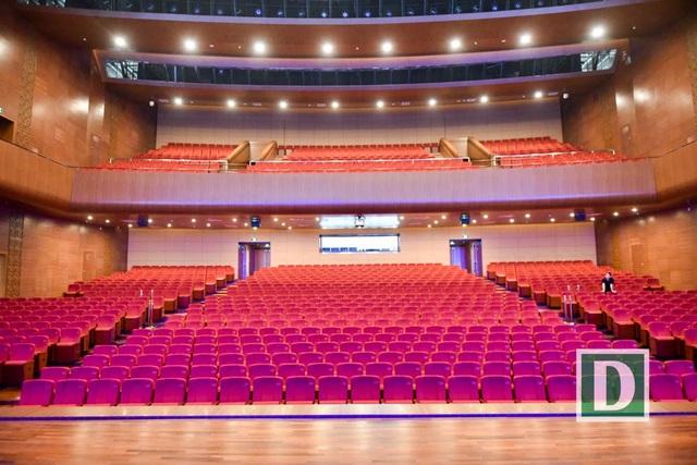 Khán phòng lớn ở khu A có 1.500 chỗ ngồi.