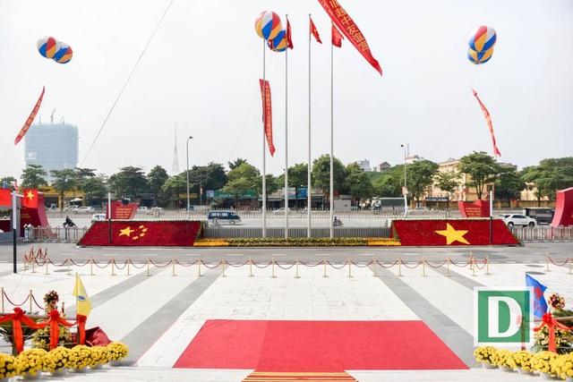 Cung hữu nghị Việt - Trung được Thủ tướng Phan Văn Khải và nguyên Thủ tướng Trung Quốc Ôn Gia Bảo phát lệnh khởi công năm 2004, bắt đầu xây dựng từ tháng 3/2015.