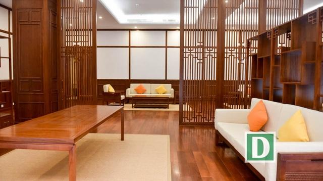 Ngoài những phòng lớn, trong cung bố trí nhiều phòng chức năng.