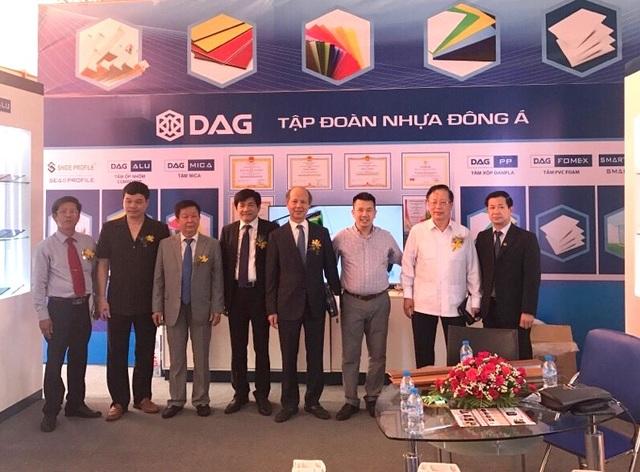 Lãnh đạo Bộ Xây dựng thăm gian hàng của DAG ngay ngày đầu khai mạc triển lãm Vietbuild Đà Nẵng