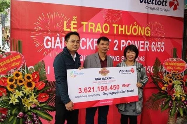 Ông Nguyễn Đình Mười, vị khách trúng giải Jackpot mới nhất quyết định lộ mặt tại buổi trao thưởng trực tiếp sáng ngày 25.11.