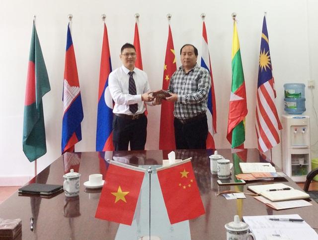 Đại diện Vinahure trực tiếp kí hợp tác tuyển sinh cùng các trường tại Trung Quốc