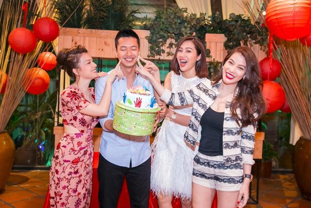 Trương Ngọc Ánh thân thiết với Đức Vĩnh đã lâu và siêu mẫu cao 1,87m tiết lộ, anh luôn hâm mộ tài năng của đàn chị