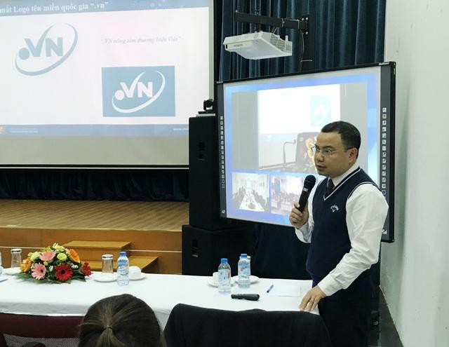 Đại diện của VNNIC phát biểu tại hội nghị tổng kết công tác năm 2017.