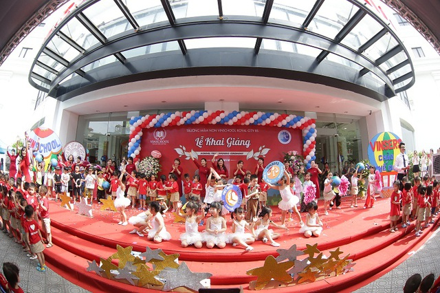 Theo Tổng giám đốc Vinschool Phan Hà Thủy, việc tăng học phí lần này là việc cải cách để nâng cấp chất lượng trên toàn hệ thống. (Trong ảnh: lễ khai giảng tại trường mầm non Vinschool)
