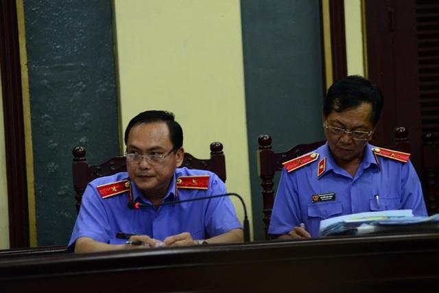 Đại diện Viện KSND Cấp cao tại TPHCM đề nghị khởi tố các bị cáo tội sản xuất thuốc giả.
