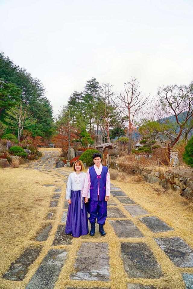 Nam MC nhận thấy, giao thông tại Gangwon khá thuận lợi. Từ đây, du khách có thể dễ dàng bắt xe buýt đến Seoul, các tỉnh Chungcheongbuk, Gyeongsangbuk, Busan, Daegu, Daejeon và có thể đến một số sân bay địa phương để bắt chuyến bay ngắn tới đảo Jeju.