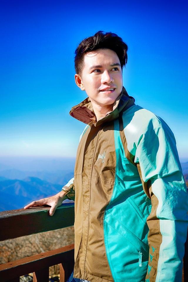 Sở hữu những ngọn núi đẹp như Seoraksan, Chiaksan, Odaesan và Taebaeksan nên vào mùa đông, khi tuyết rơi nhiều, các dãy núi của tỉnh Gangwon biến thành một thiên đường trượt tuyết thú vị.