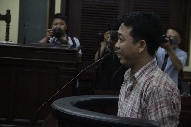 Bị cáo Nguyễn Minh Hùng tại phiên xử chiều nay (24/10)