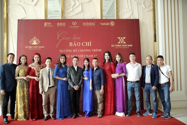 BTC Vẻ đẹp Việt Nam cùng gia đình kiện tướng dance sport Chí Anh.