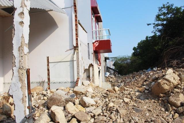 Theo người dân, ngành chức năng TP Nha Trang đang kiểm tra nhà cửa hư hỏng để có phương án hỗ trợ cho người dân