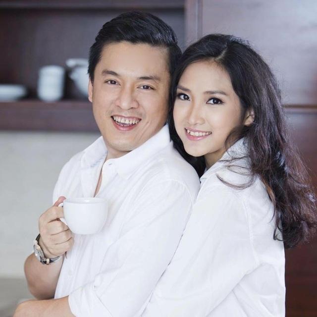 Lam Trường hiện tại bước sang tuổi 42, anh lớn hơn vợ Yến Phương 15 tuổi, thế nhưng anh vẫn rất trẻ trung và xứng đôi với vợ trẻ