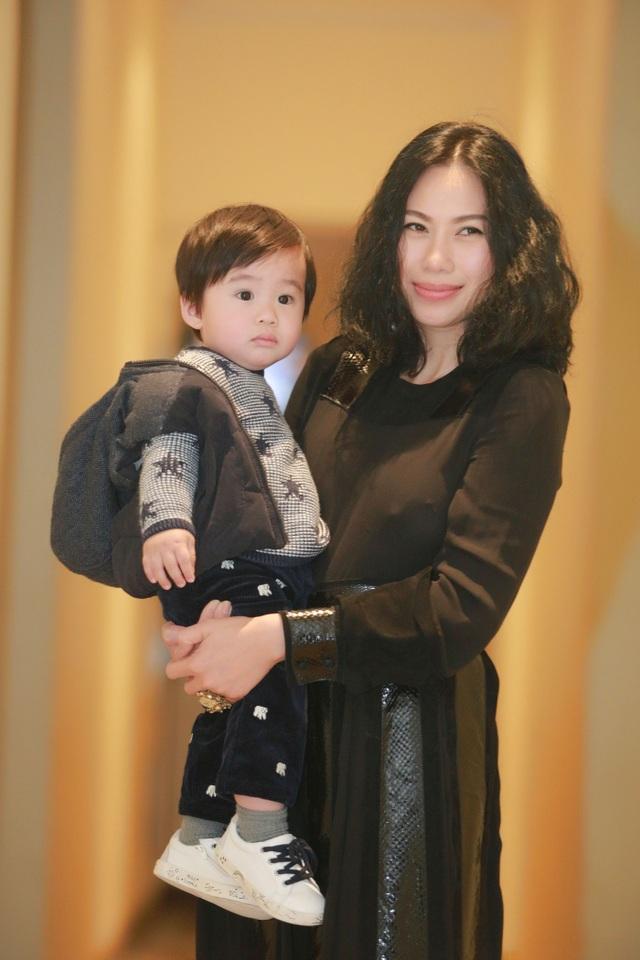 Vợ và con trai đến ủng hộ Tùng Dương trong đêm nhạc hôm 14/2.