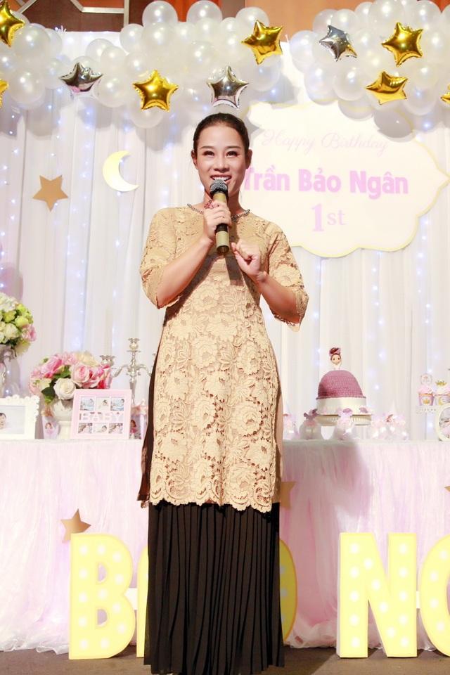 Bà xã ca sĩ Đăng Dương đẹp ngỡ ngàng trong tiệc sinh nhật con gái Bùi Lê Mận - 7