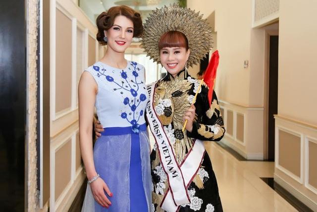 Hoa hậu Quý bà Ukraine và Hằng Nguyễn.