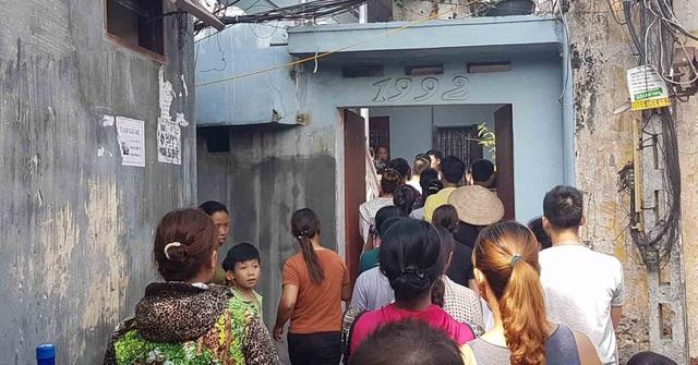 Người dân địa phương bàng hoàng trước vụ việc. (Ảnh: VietNamNet)