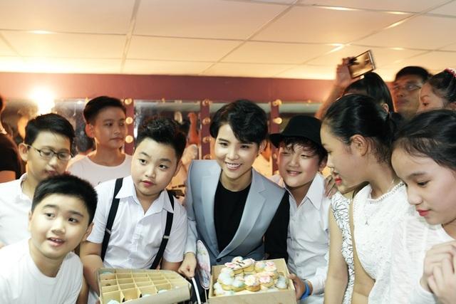 Vũ Cát Tường khoe cây đàn dương cầm 5 tỷ đồng độc nhất tại Việt Nam - 23