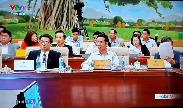 Trưởng Ban Tuyên giáo TƯ Võ Văn Thưởng (giữa) và Phó Thủ tướng Vũ Đức Đam (trái) cùng tham dự phiên chất vấn.