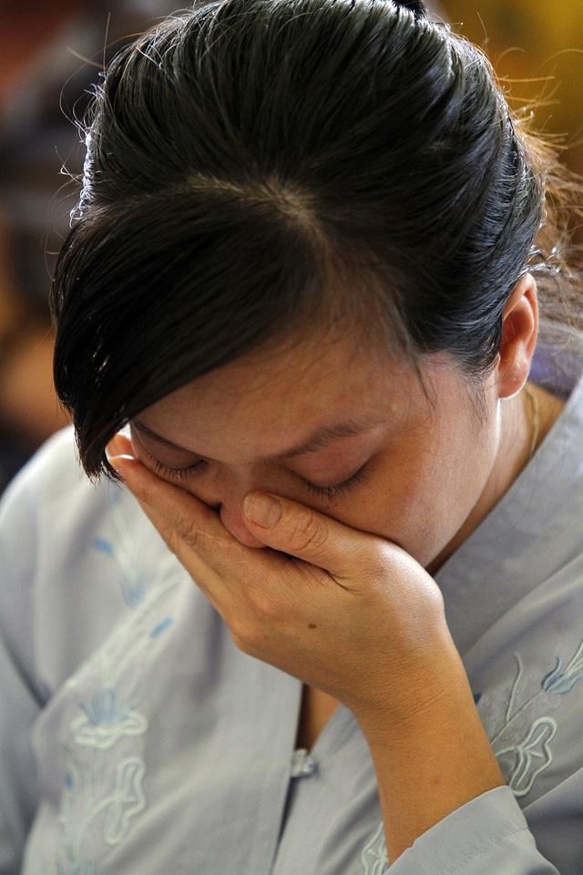 Nhiều người mẹ đã bật khóc trong lễ cầu siêu thai nhi.
