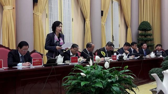 Thứ trưởng Tài chính Vũ Thị Mai tại buổi họp báo công bố luật.