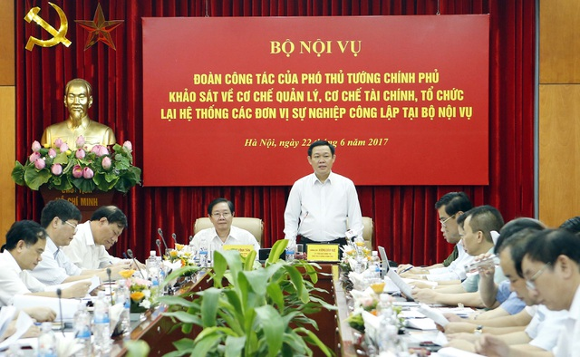Phó Thủ tướng Vương Đình Huệ làm việc với Bộ Nội vụ về việc đổi mới hoạt động đơn vị sự nghiệp công lập.