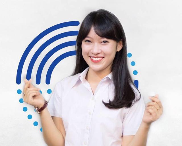 Trước đó, tháng 2/2016, Khánh Vy bắt đầu nổi tiếng trên mạng nhờ clip nhại 7 thứ tiếng rất hài hước và thú vị.