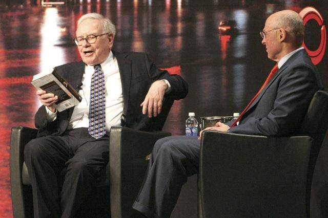 Tỷ phú Warren Buffett dùng 80% thời gian trong ngày để đọc sách. (Nguồn: The Wall Street Journal)