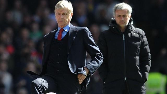 Wenger đá xoáy Mourinho vì vòi tiền chuyển nhượng